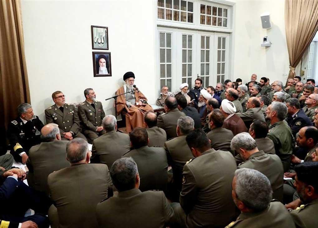 دیدار جمعی از فرماندهان ارتش با فرمانده معظم کل قوا / ارتش متدینتر و کار آمدتر از همیشه است