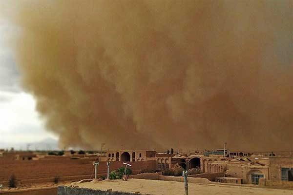لحظه وقوع توفان گرد و خاک در یزد