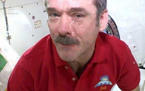گریه کردن در فضا