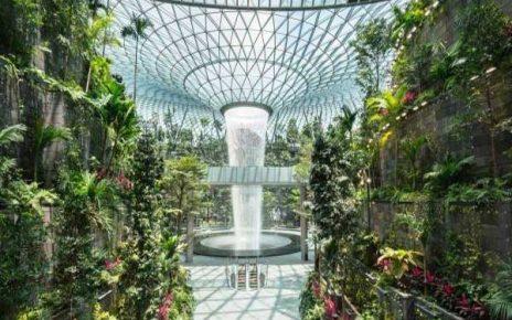 بزرگترین آبشار مصنوعی جهان در فرودگاه جواهر چانگی