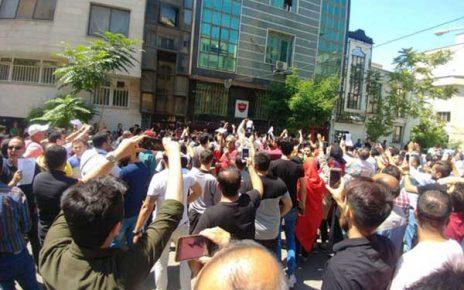 تظاهرات پرسپولیسیها علیه مدیریت باشگاه در حمایت از برانکو