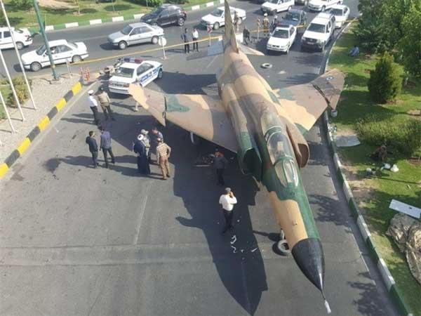 هواپیمای F۴