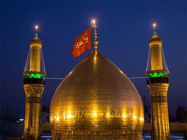 تعویض پرچم حرم امام حسین (ع) در کربلا