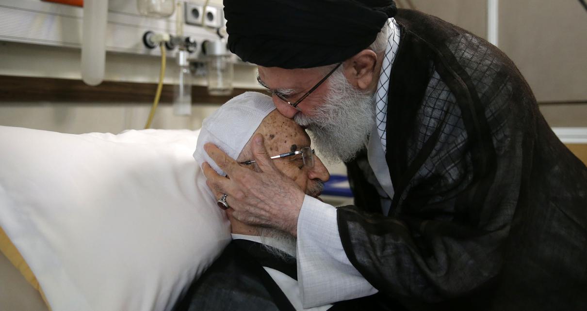 عیادت رهبر انقلاب از ایت الله مکارم شیرازی