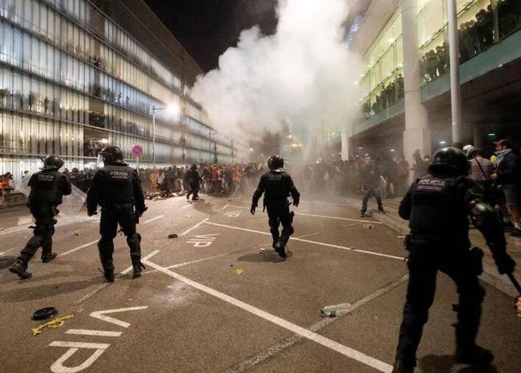 درگیری ها در بارسلون ادامه دارد