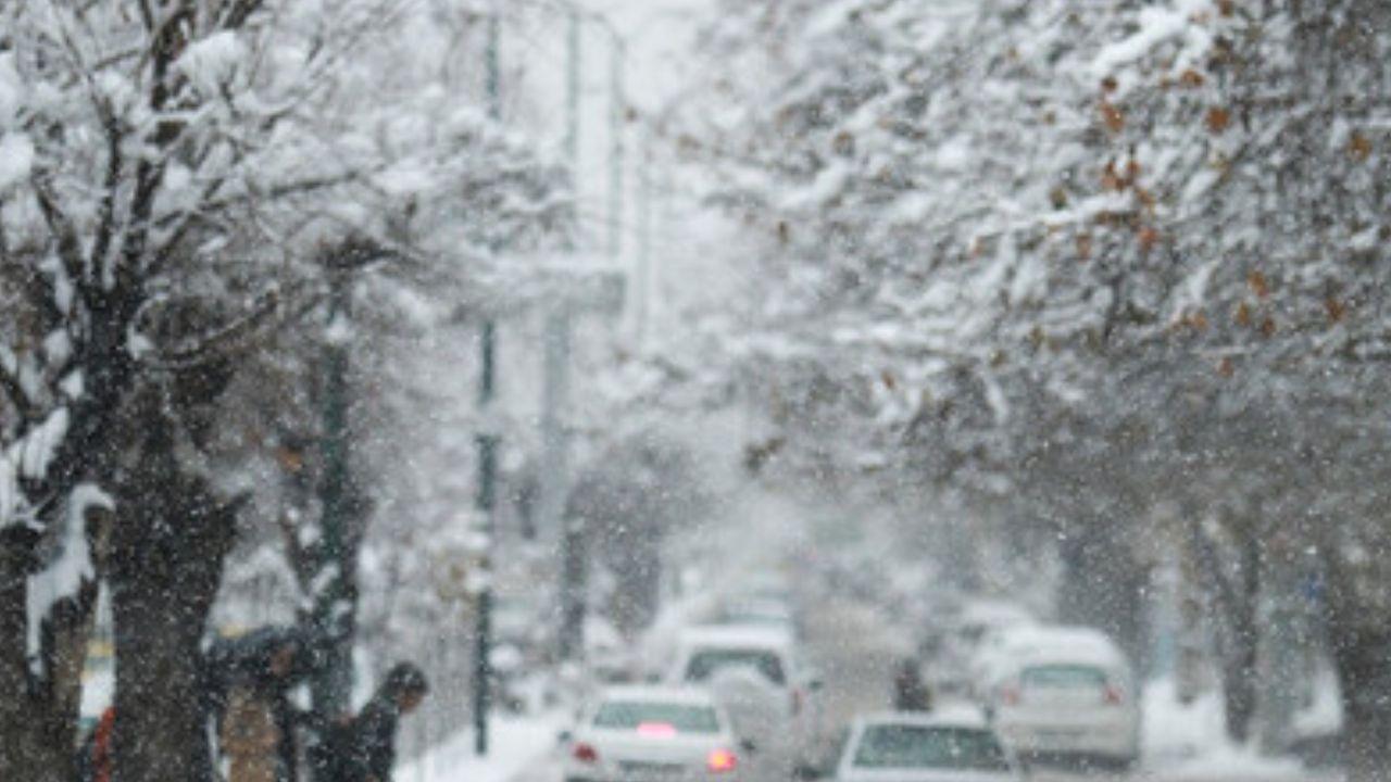 تداوم بارش برف و باران در روز جمعه