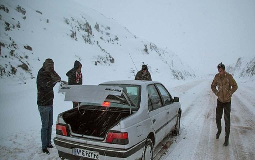بارش برف در محورهای ۱۹ استان