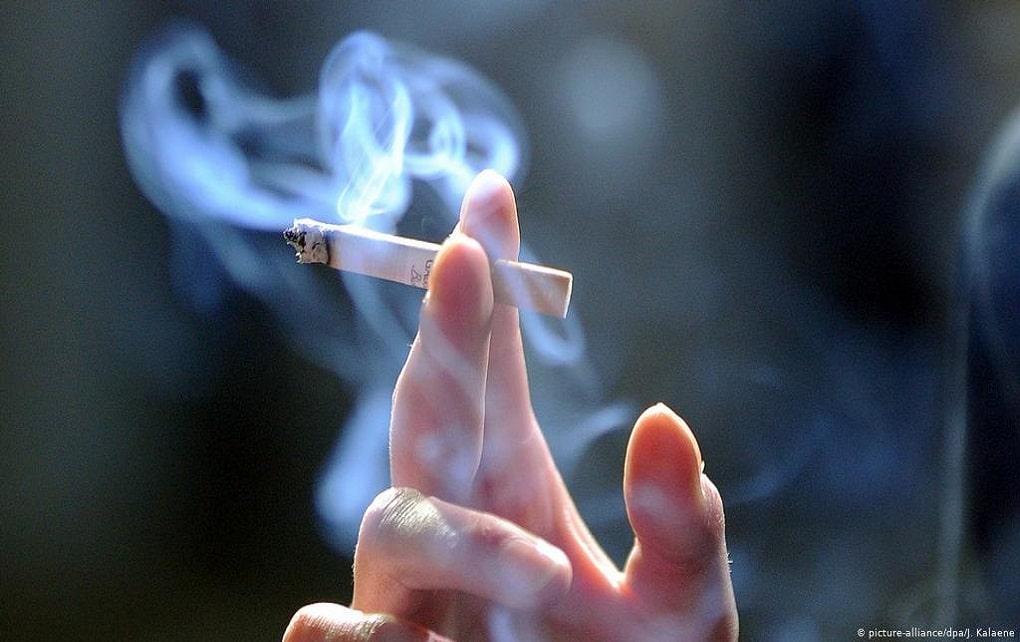 انتقال کرونا از طریق دود سیگار