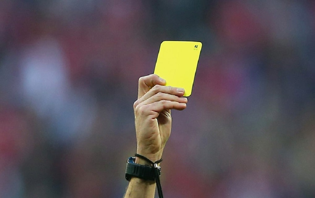 جریمه پرتاب آب دهان در فوتبال