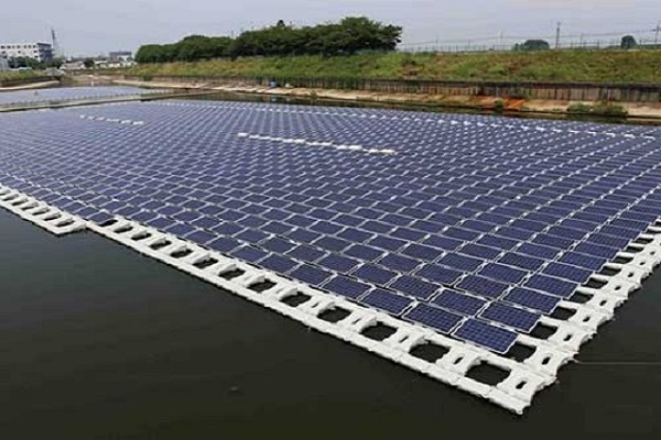 راه اندازی نخستین نیروگاه خورشیدی شناور کشور در مهاباد + فیلم