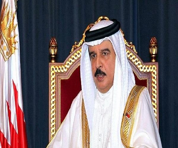 پادشاه بحرین همراه ربات بادیگاردش