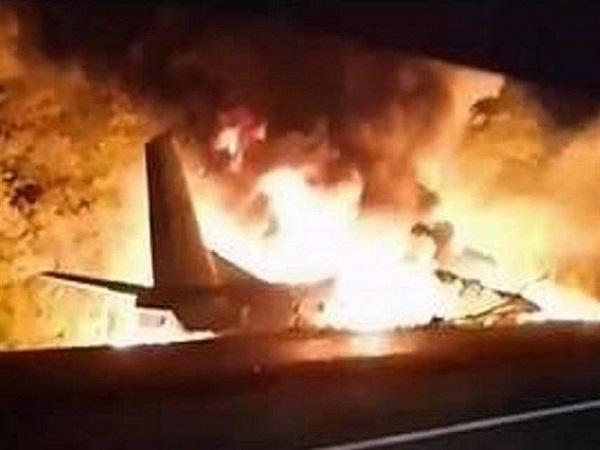 سقوط مرگبار یک هواپیما در خارکوف اوکراین با ۲۲ کشته + فیلم