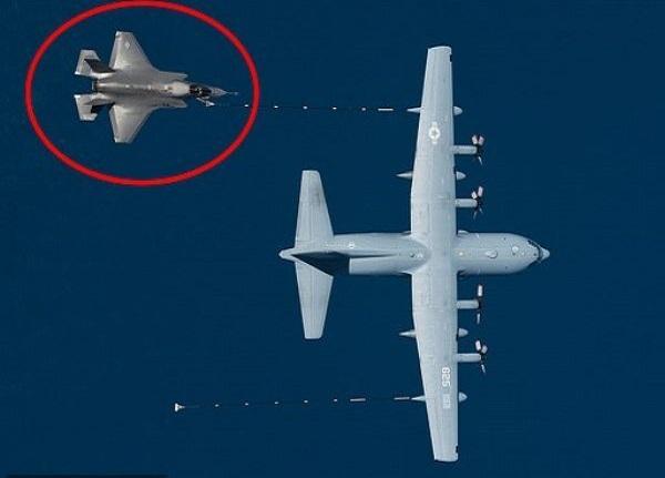سقوط «اف-۳۵» و هواپیمای سوختگیری هرکولس در کالیفرنیا +عکس
