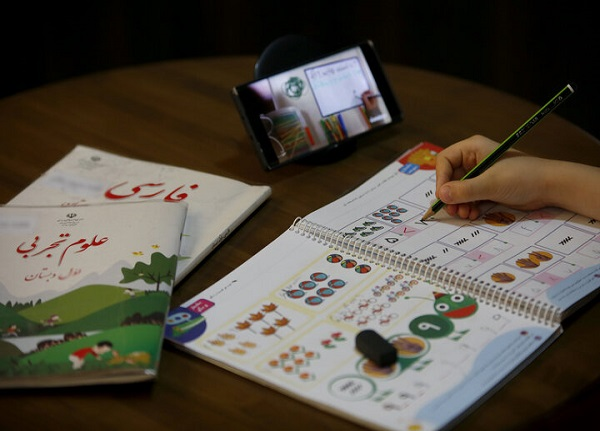 توزیع ۱۱۰ هزار تبلت دانش آموزی