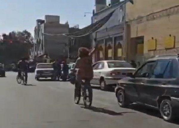 دستگیری دختر دوچرخه سوار بدون حجاب
