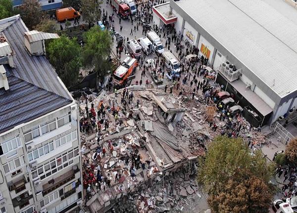 افزایش قربانیان زلزله در ازمیر ترکیه به ۲۴ نفر | ثبت ۱۹۶ پس لرزه