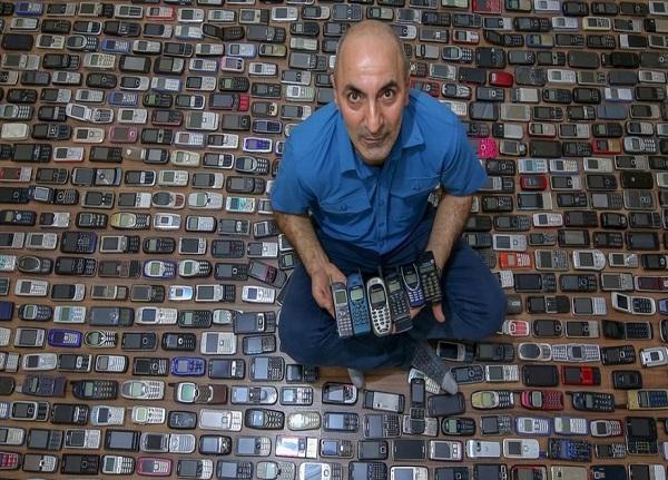 مردی که هزار گوشی قدیمی در خانه دارد! + عکس