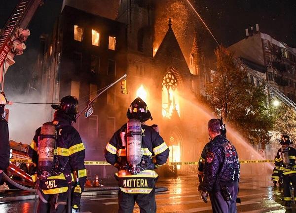 آتش سوزی وحشتناک کلیسای تاریخی نیویورک + ویدیو