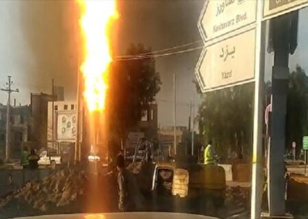 لحظه انفجار لوله گاز در شهر بافق، استان یزد