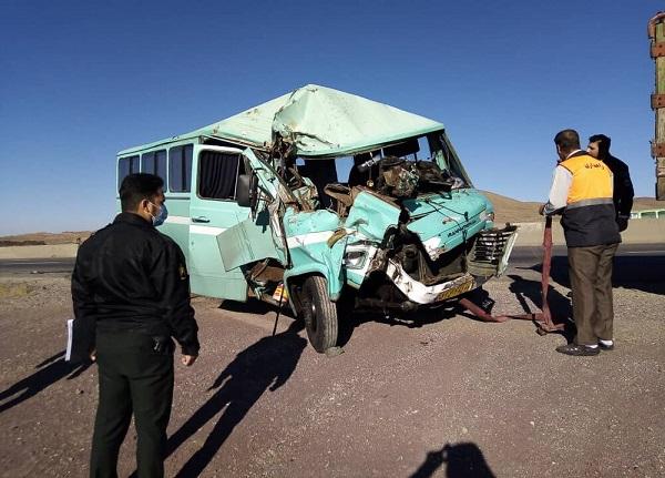 تصادف نیسان و پنج مینی بوس در خوزستان