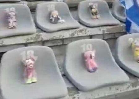 عروسک های تماشاگر ویژه دربی ۹۴ در جایگاه طرفداران استقلال
