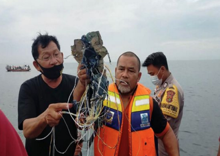 سقوط هواپیمای مسافربری اندونزی | لاشه ای در شمال جاکارتا پیدا شد + فیلم