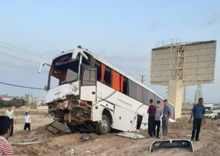 برخورد اتوبوس با تریلی در جاده سبزوار – نیشابور ۱۷ مصدوم برجای گذاشت
