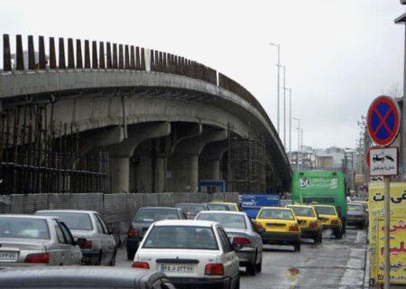 ممانعت پلیس از خودکشی شهروند ۱۸ ساله رشتی از بالای پل میدان گاز