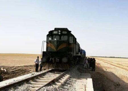 برخورد مرگبار قطار با یک دستگاه خودروی پژو در شهرستان شازند