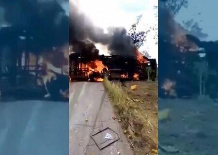 دهها نفر در تصادف اتوبوس زنده سوختند