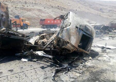 تصادف وحشتناک در جاده سیرجان | هر دو راننده در آتش سوختند