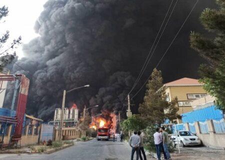 آتش سوزی مهیب کارخانه تولید الکل در شهرک صنعتی شکوهیه قم + ویدیو