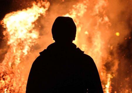 خودسوزی مرد تهرانی با بنزین در وسط میدان ۳۱ نارمک