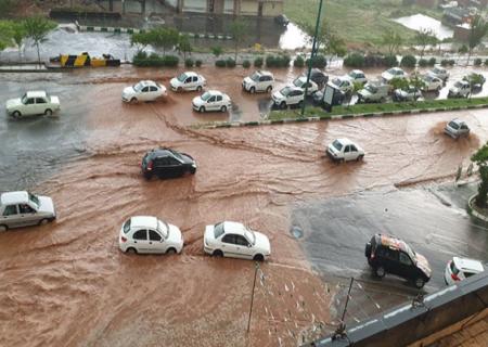سیل و تگرگ در خیابانهای تبریز؛ خودروها در برخی محلات زیر آب رفتند + فیلم