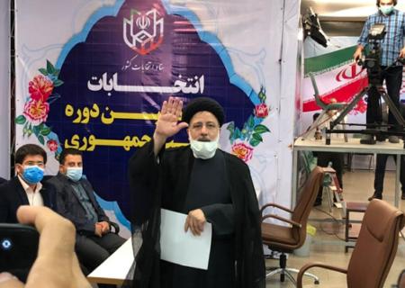 ثبت نام آیت الله رئیسی در انتخابات ریاست جمهوری ۱۴۰۰ + فیلم