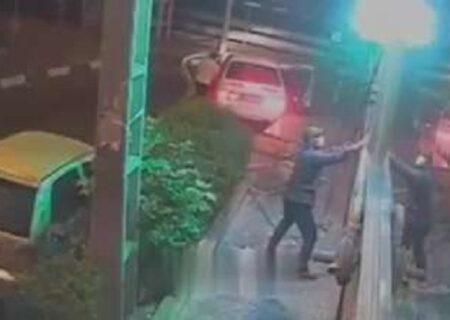 فیلم لحظه سرقت از فرش فروشی با کندن حفاظ آهنی