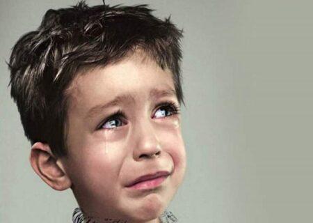 کتک خوردن ۲ کودک توسط مرد خشن در کوشک | پا بوسیدن برای شکنجه نشدن