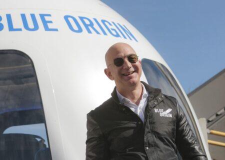 بلو ارجین جف بزوس و سه مسافر دیگر را با موفقیت به فضا کرد