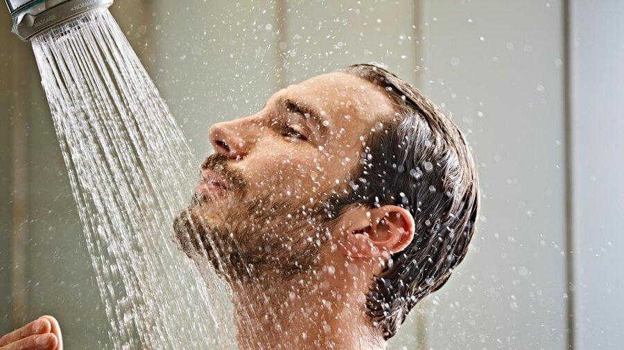 دوش گرفتن با آب سرد اول صبح چه مزایایی دارد؟