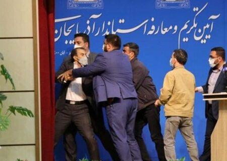 سیلی خوردن استاندار جدید آذربایجان شرقی در مراسم معارفه + عکس