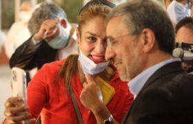 ابراز احساسات دختران جوان خارجی برای احمدی نژاد
